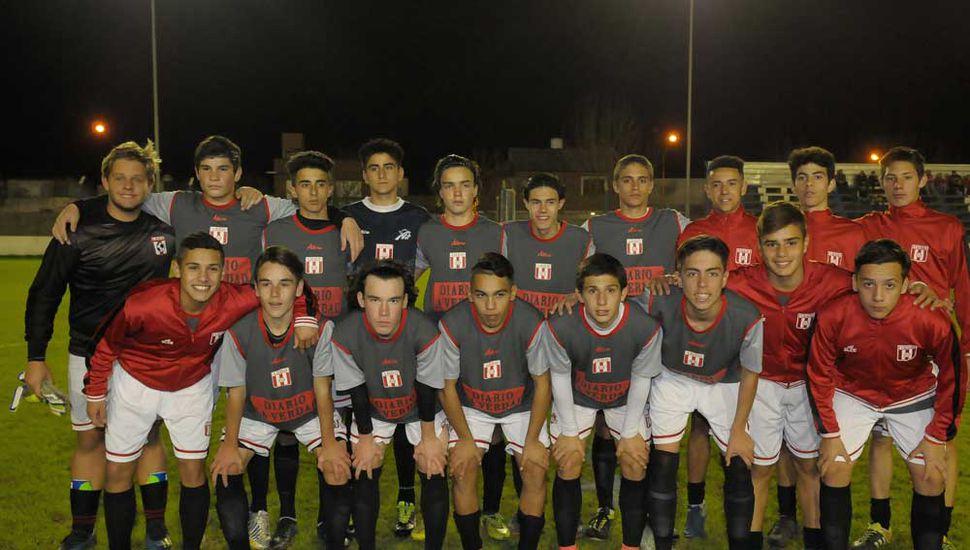 Plantel que presentó el Sub-15 de fútbol que representa a la Liga Deportiva del Oeste.