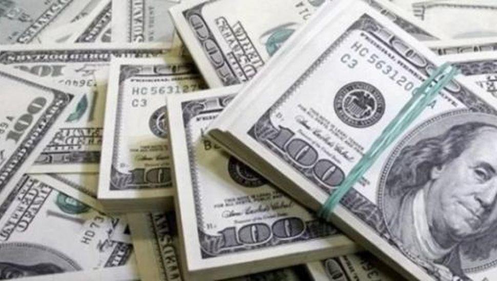 ¿A cuánto cerró el dólar hoy en todos los bancos?