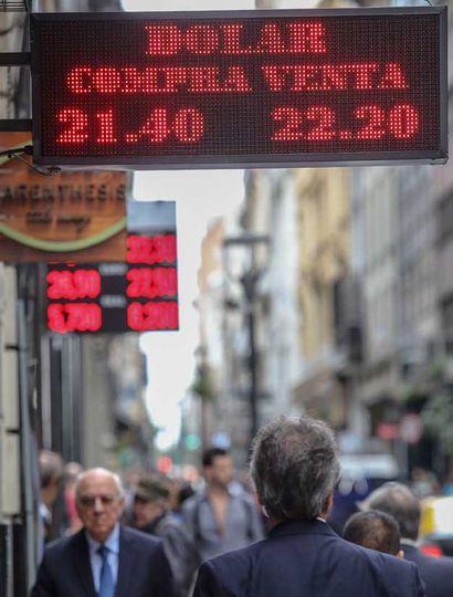 El alza del dólar en EE.UU. hace  tambalear a los países emergentes
