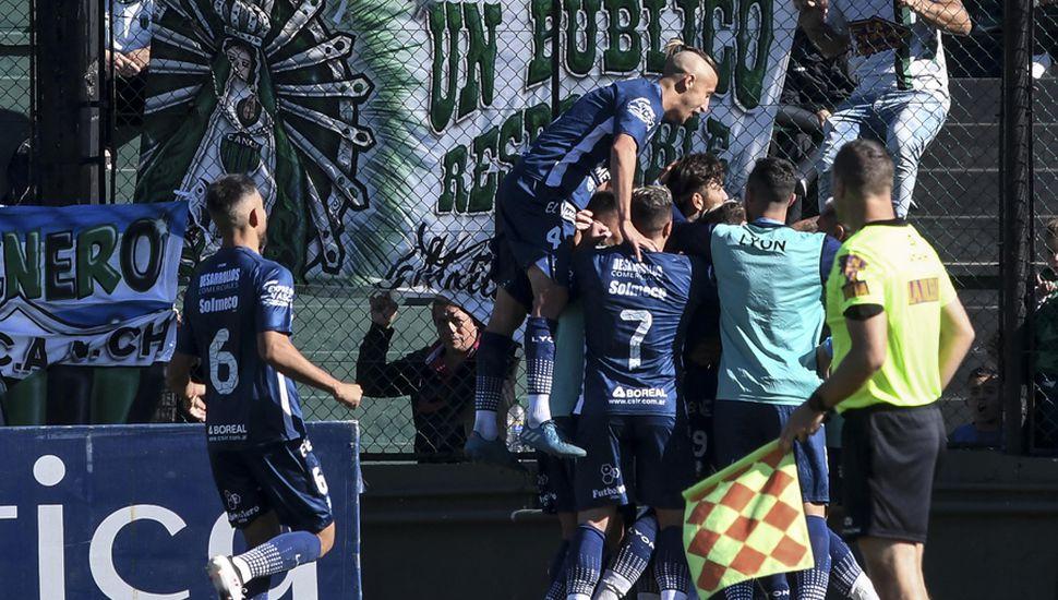 Independiente Rivadavia festejó en la cancha de Chicago.