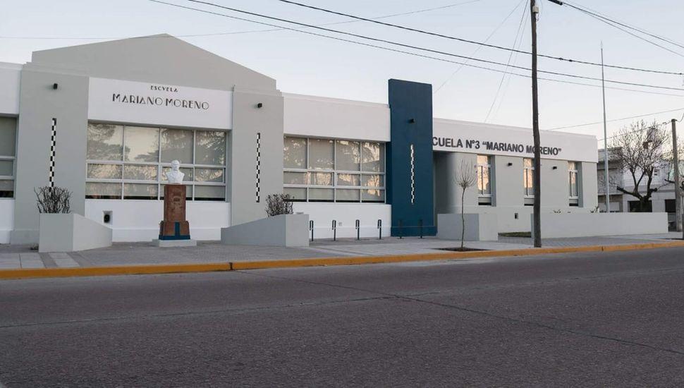 Frente de la Primaria N° 3.