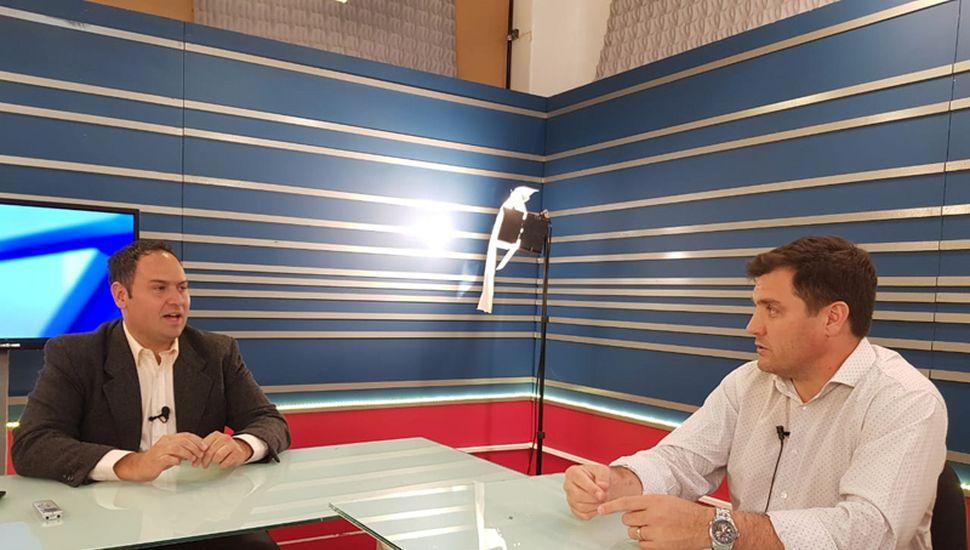 El economista Santiago Aguiar, en una entrevista en los estudios de TeleJunín.