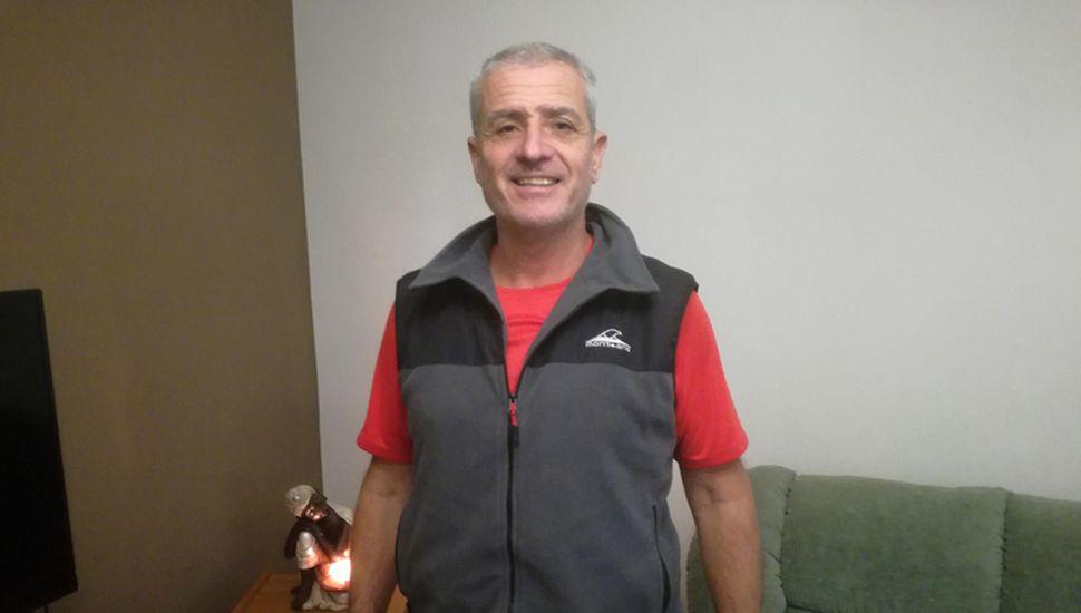 El profesor Ariel Pulido dio clases en numerosas escuelas y clubes y hoy es un referente de la natación formativa.