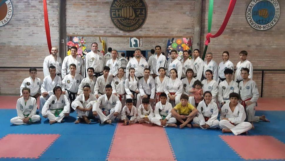 En Ameghino, se realizó el examen de Danes y Gups y de Master Class dictada por el maestro Gabriel Cova, titular de la Taekwon-Do Asociación Argentina.