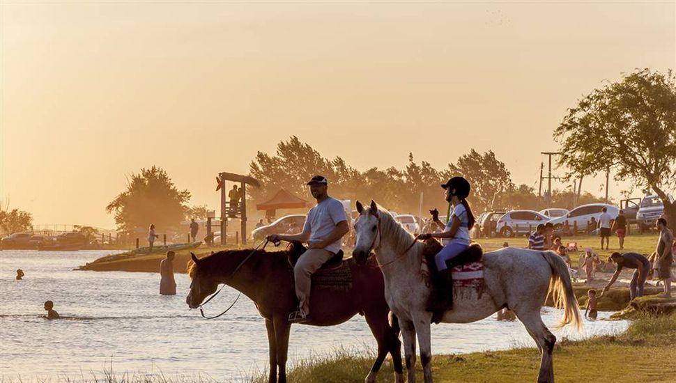 La Laguna de Gómez, un paisaje soñado que cautiva a visitantes de la zona y de todo el país.