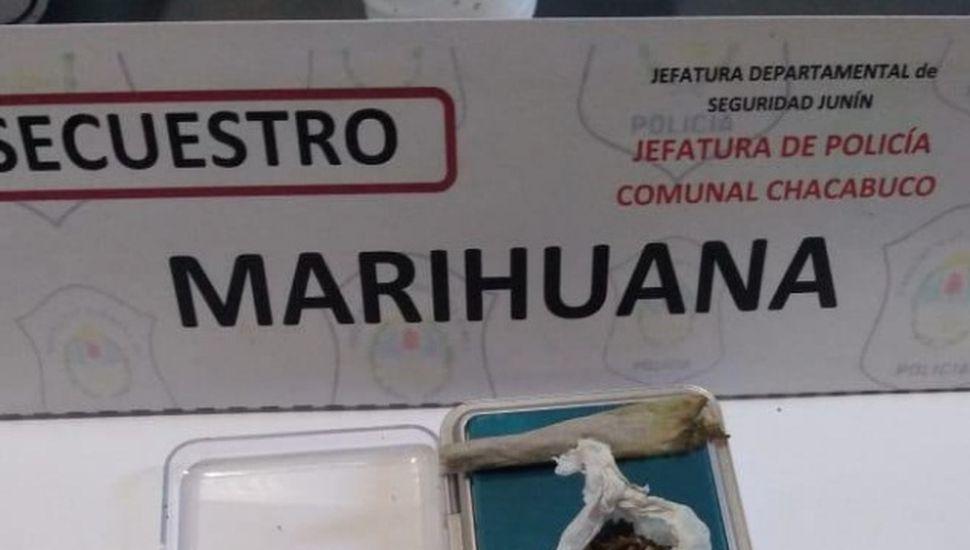 Aprehendieron a un joven 15 años con marihuana en su poder
