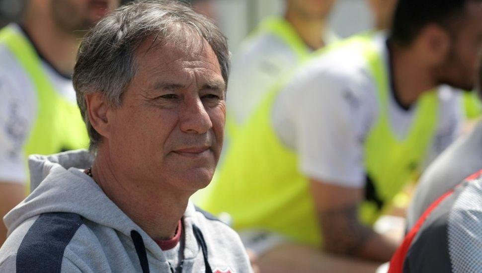 Barras de Independiente amenazaron al técnico Holan