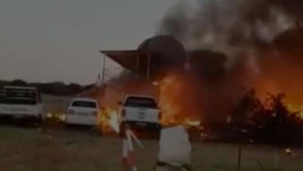 Su esposa estaba en una fiesta y él estrelló una avioneta para matarla