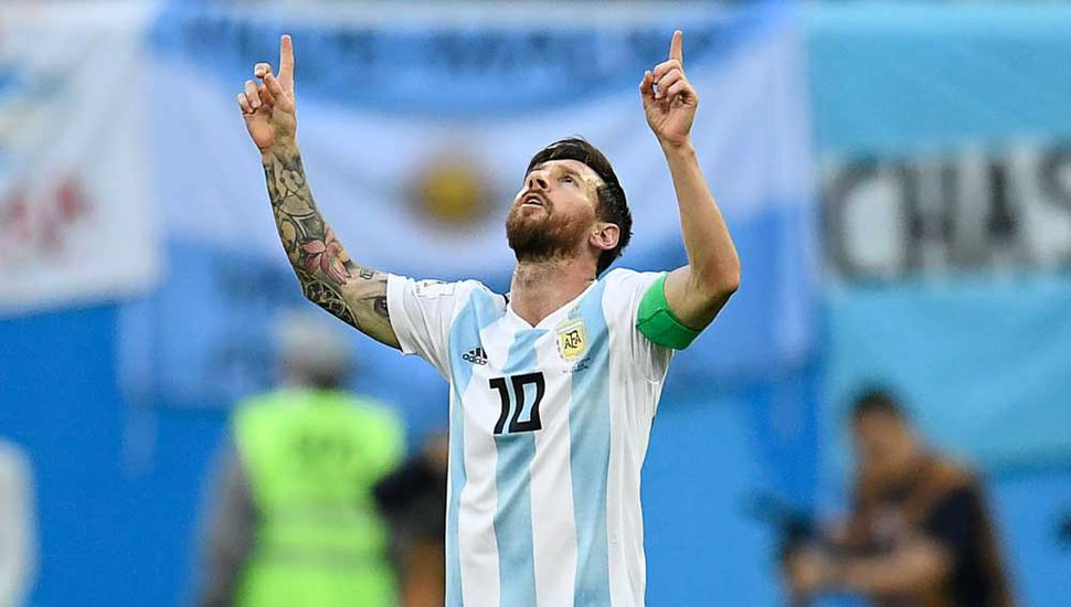 Tremenda definición de Messi, que festeja el primero de Argentina.