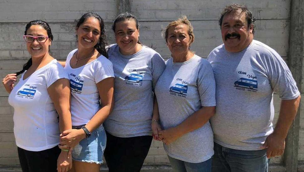 Eliana, Alba y Natalia Zapata, Cristina Ravirú de Zapata y Aldo Zapata, la familia de Cean Viajes.