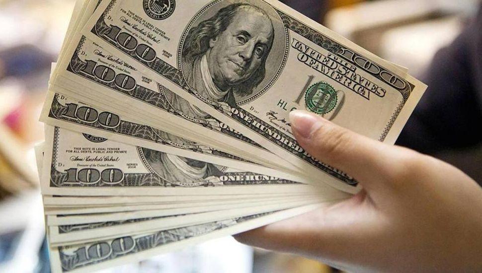 Leve baja del dólar, que hoy arranca a $30,49