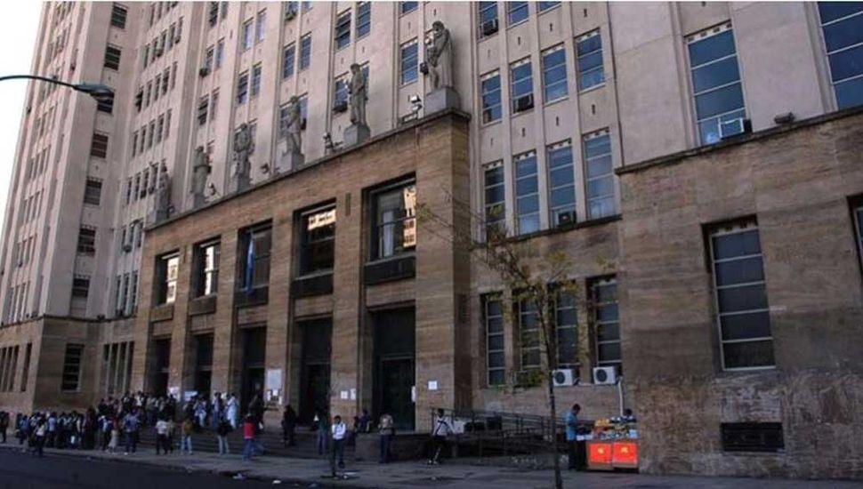 Apartan a un docente de la UBA que fue denunciado por abuso