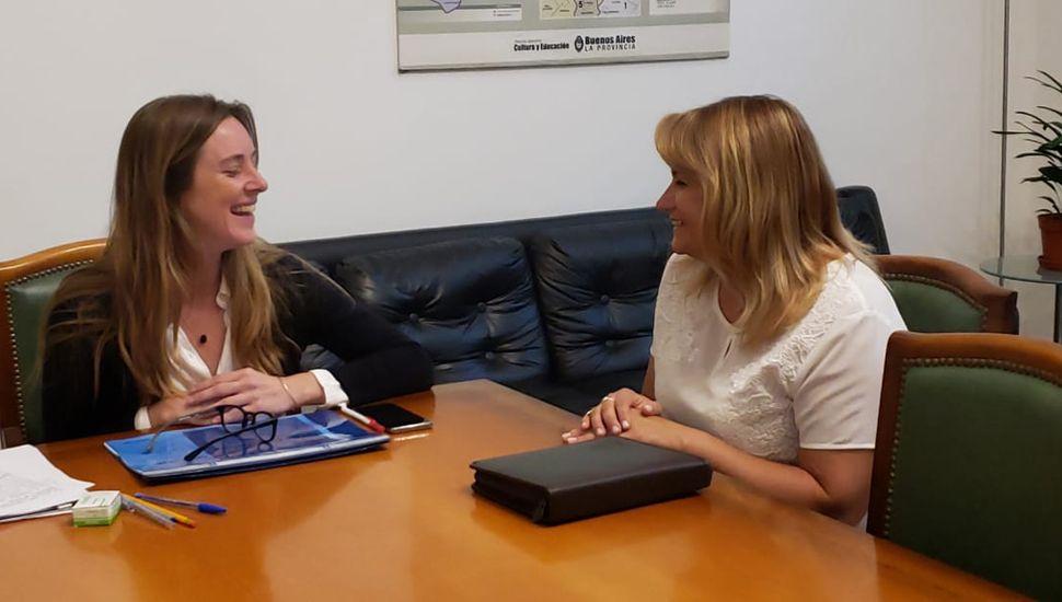 Revilla con la directora general de Escuelas, María Agustina Vila.