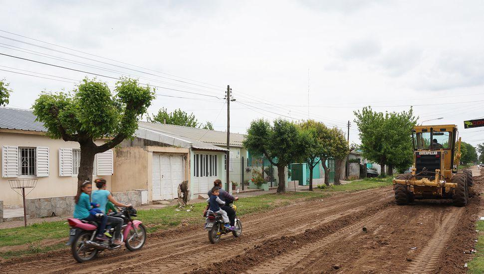Luego de la tormenta se intensifican los trabajos para reparar calles y caminos