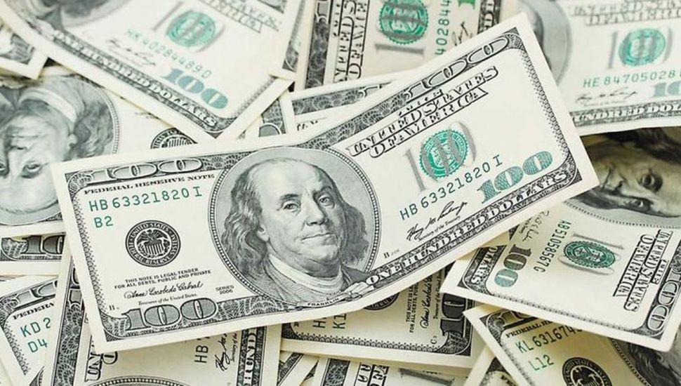 El dólar cerró a $42,88 y  tiene su menor valor desde mediados de abril