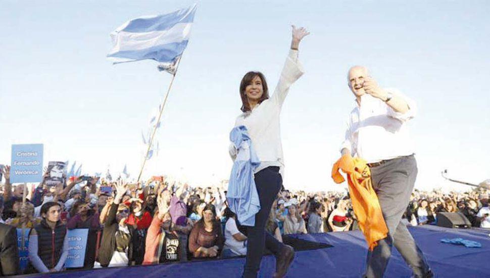 """Cristina Kirchner relanzó su campaña:  """"La sociedad demanda una oposición seria"""""""