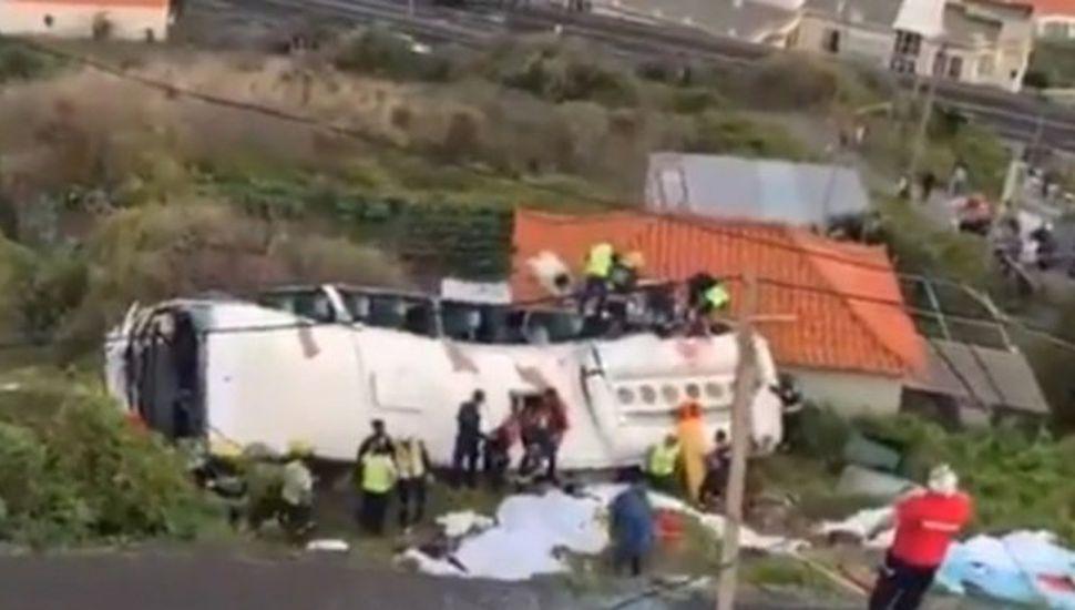 Volcó un micro con turistas en Portugal y murieron 28 personas