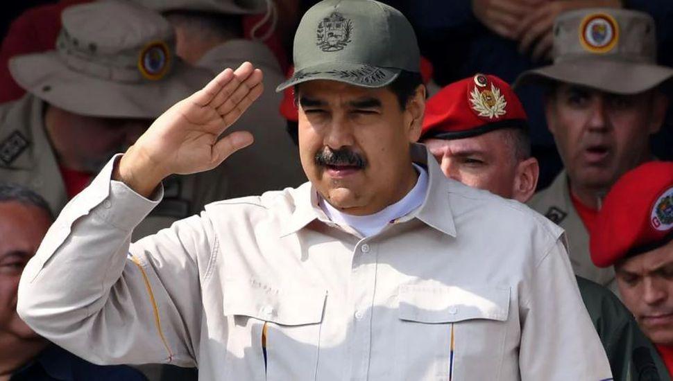 """Maduro se jactó de contar con la """"total lealtad"""" de los jefes militares y convocó a una movilización popular"""