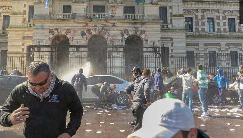 Detenidos tras la represión  a una protesta de obreros