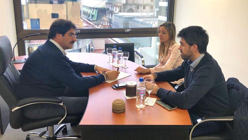 Los legisladores de Junín Laura Ricchini y Juan Fiorini mantuvieron una reunión con el ministro de Agroindustria de la provincia de Buenos Aires, Leonardo Sarquis, en el cual trataron distintos temas relacionados con la pesca y la Estación Hidrobioló