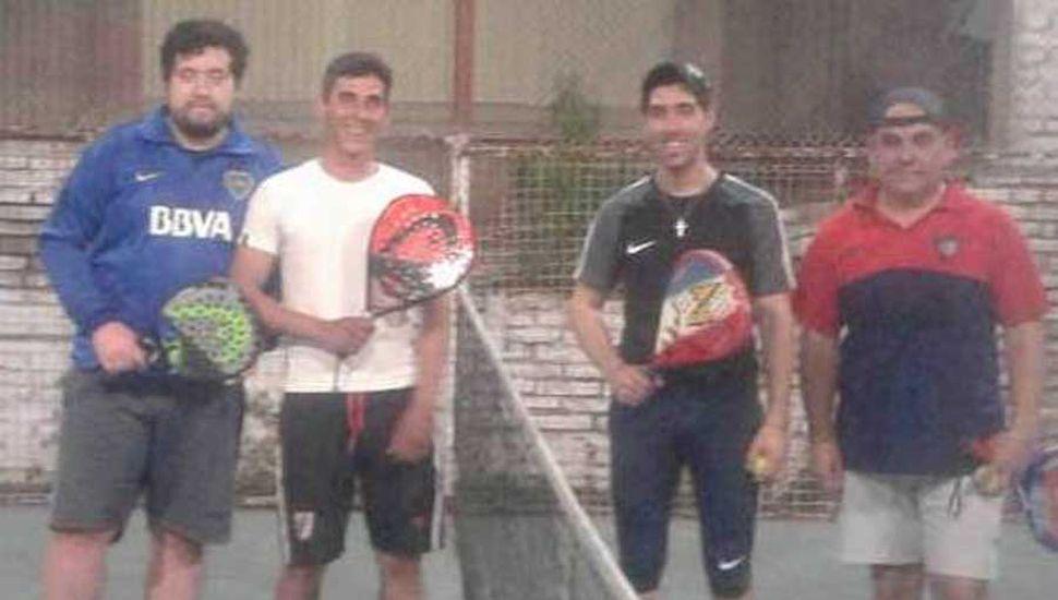 Diego Gutiérrez-Claudio López y Ariel Arriba-Iván Pagnanini posando antes del partido inaugural del torneo