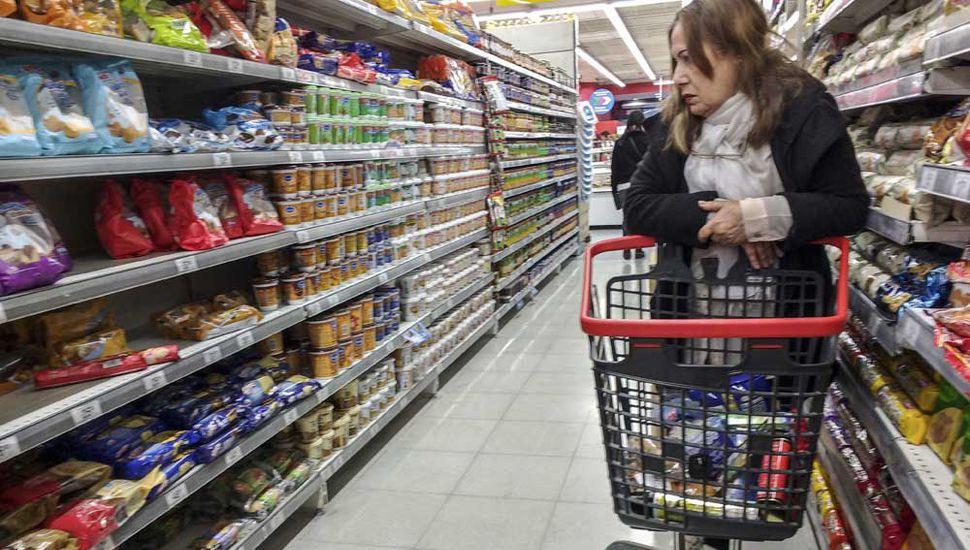 La inflación ofrece una firme resistencia para perforar el piso del 3 % mensual