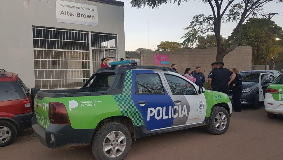 Movimiento policial en la puerta del Jardín.
