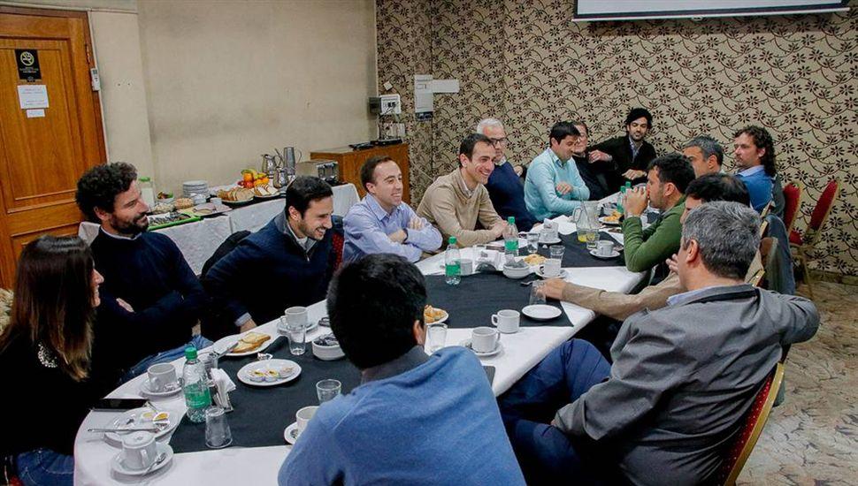 El intendente Pablo Petrecca desayunó con empresarios que invertirán en el Parque Industrial.