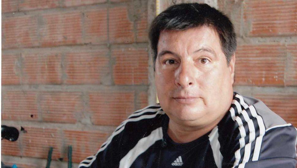 """Gerardo Héctor González, presidente de la Escuela de Atletismo """"Galas de Junín"""" y entrenador de las hermanas Talía y Andrea Silva."""