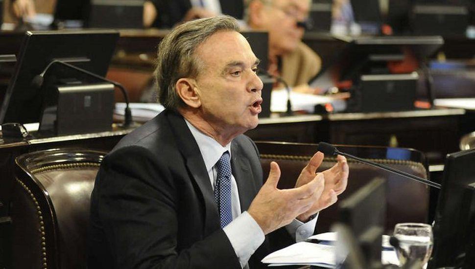 Pichetto presentó proyecto para excluir el aguinaldo de Ganancias