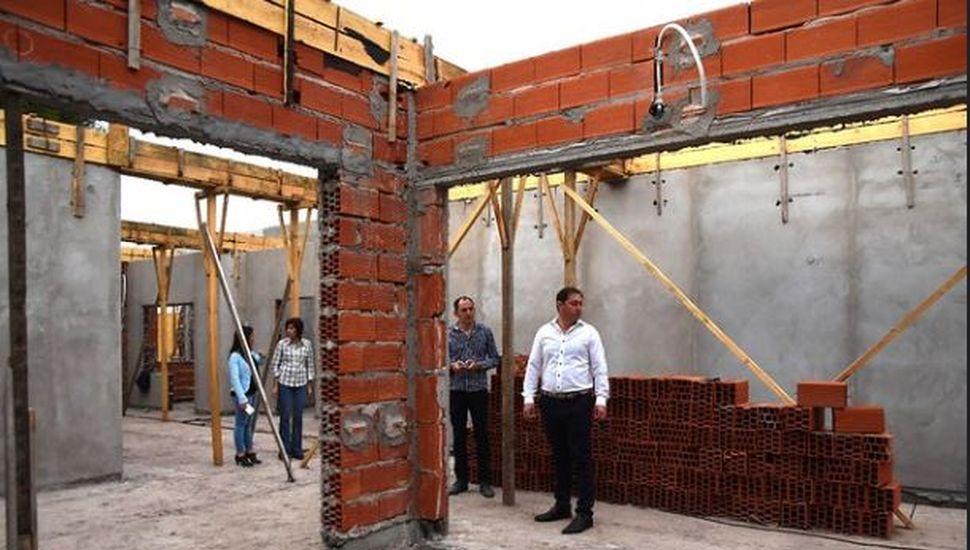 Serenal supervisó el avance de obras en la Autoconstrucción y el Centro de Día