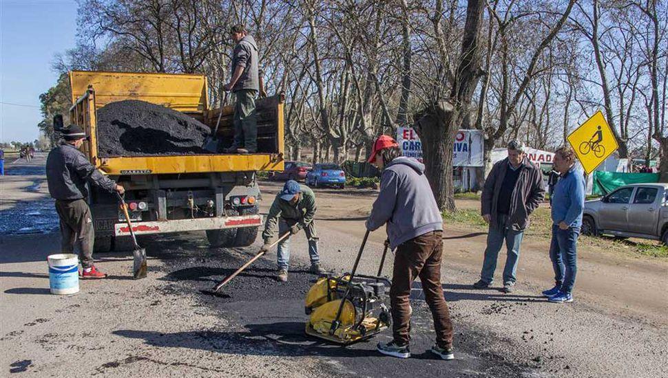 Recientemente realizaron tareas de bacheo en el camino al Balneario; ahora se podrá realizar la repavimentación.