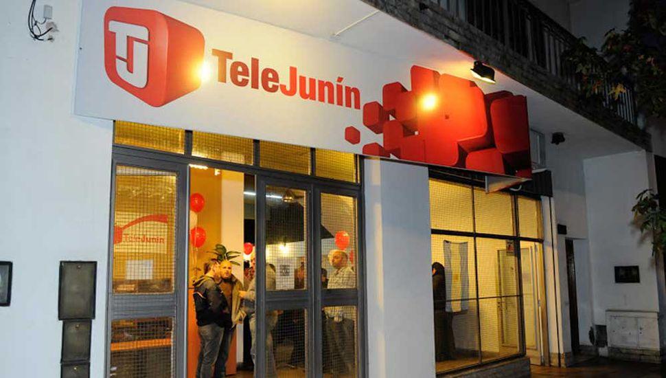 El canal transmite desde sus estudios ubicados en Uruguay 8.