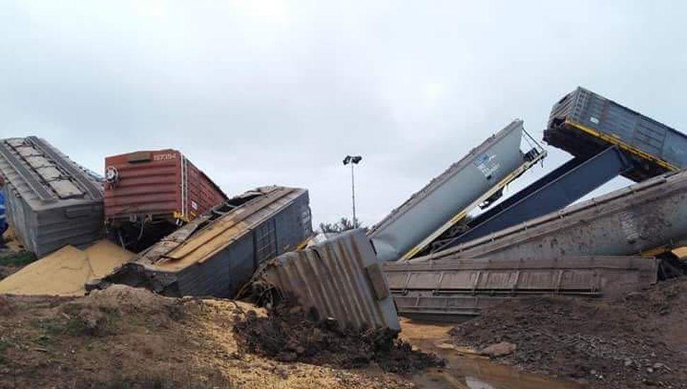 Tras la inauguración de 500 kilómetros nuevos de vías, descarriló un tren de cargas