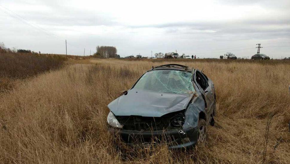 El auto, con serios daños.