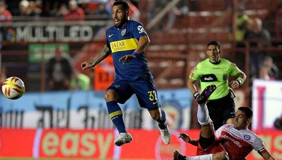 Argentinos Jrs. y Boca se enfrentan hoy en La Paternal, en el partido de ida de una de las semifinales de la Copa de la Superliga Argentina de fútbol.