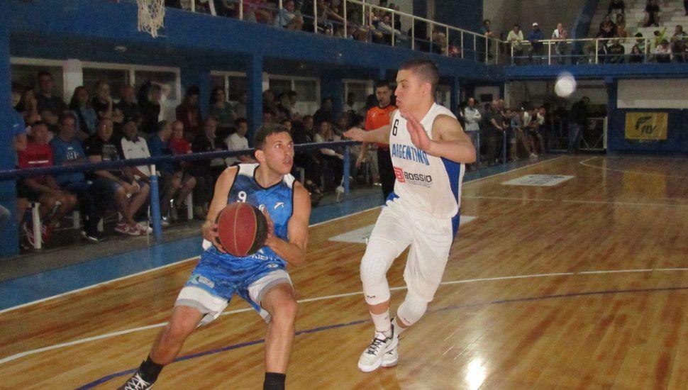 Santiago Bornic ante Franco Montemagio.