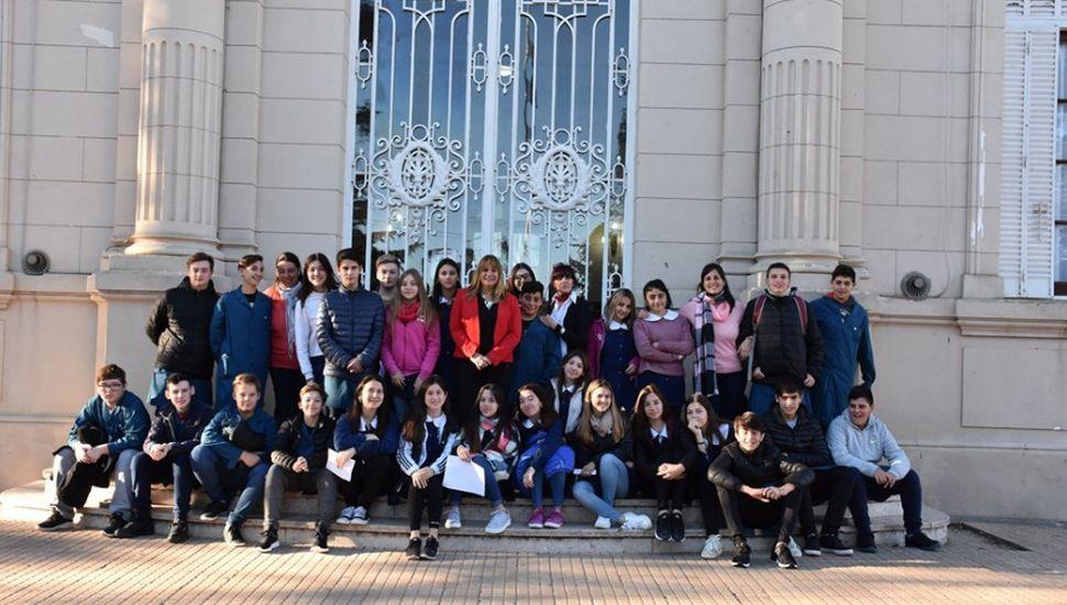Alumnos de nivel secundario visitaron el palacio municipal