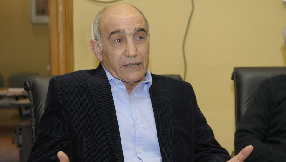 El vicegobernador de la provincia de Buenos Aires, Daniel Salvador, visitó ayer la redacción de Democracia.