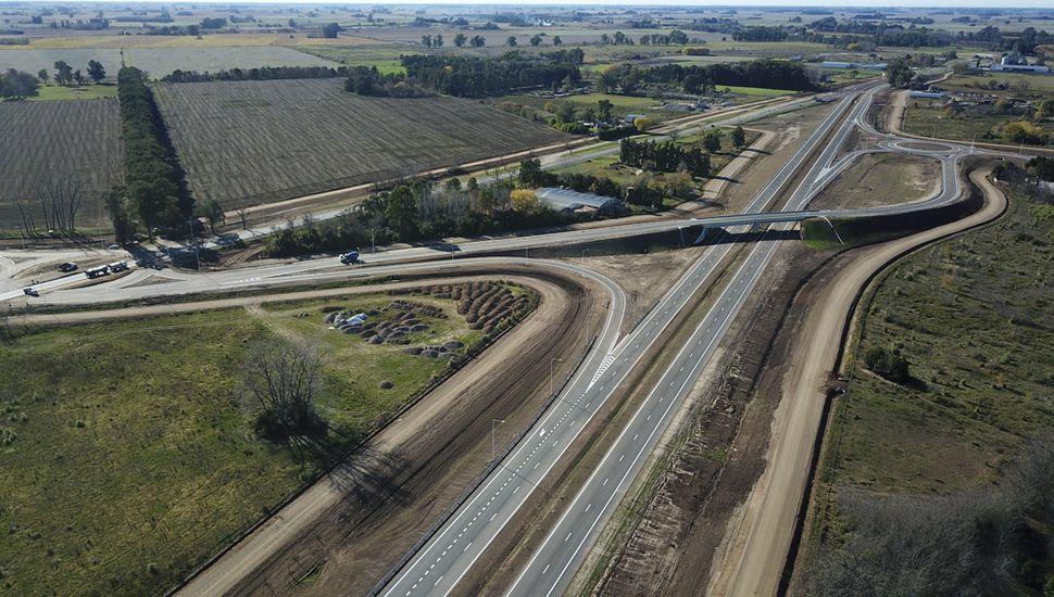 La obra de ocho kilómetros brindará mayor seguridad, ahorro de costos logísticos y de tiempos de viaje a los más de 9000 vehículos que diariamente transitan por este tramo de la Ruta 7.
