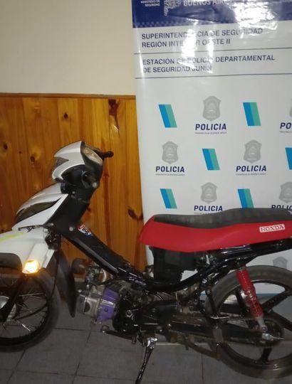 Se incautó la motocicleta del acusado.