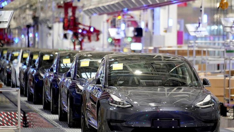 Especialistas en ciberseguridad hallaron forma para engañar coches autónomos de Tesla