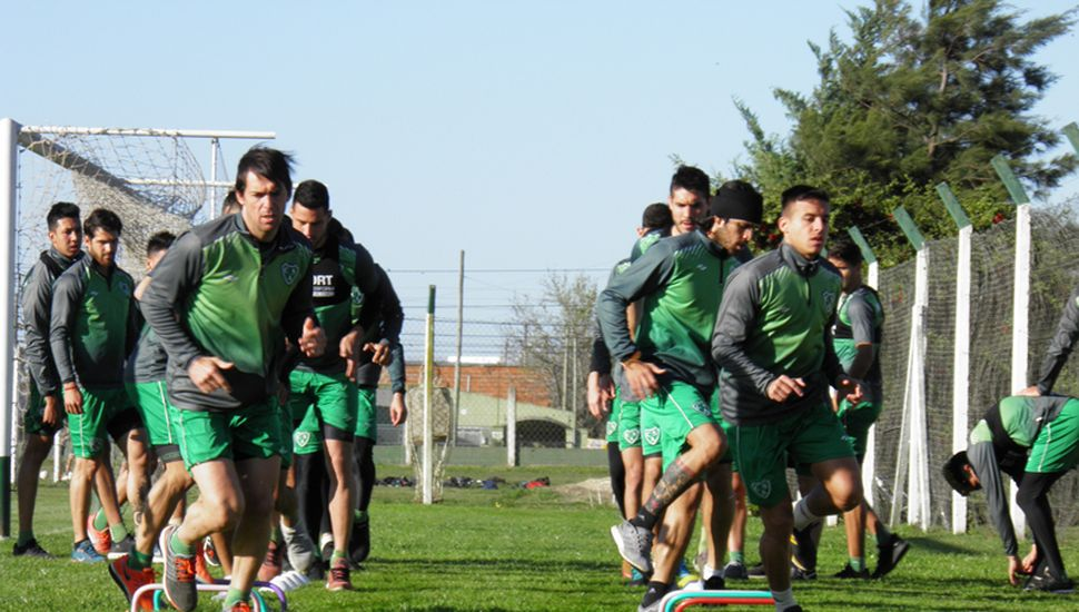 En el regreso, los entrenamientos se harían en grupos de seis jugadores .
