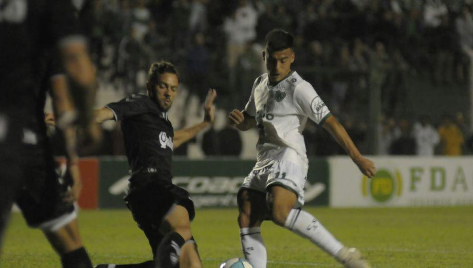 Con goles de Magnín, Sarmiento se recuperó y venció a Quilmes por 3 a 1