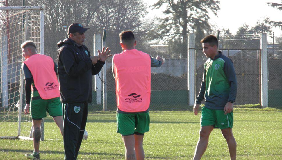 Iván Delfino, entrenador de Sarmiento.
