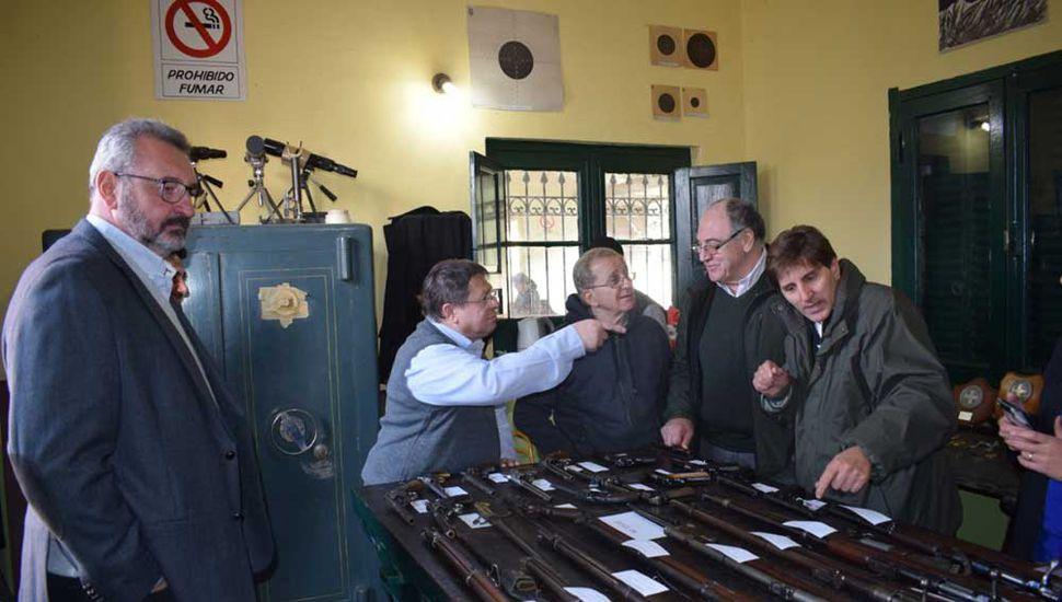 Exposición de armas en la institución durante el último 25 de Mayo.