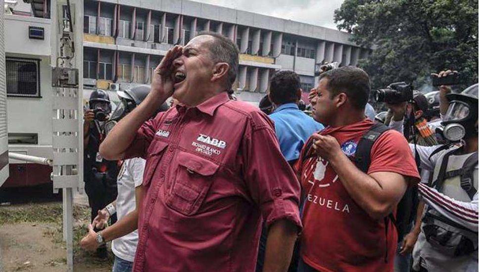 Diputado de Guaidó se refugió en la embajada argentina en Caracas