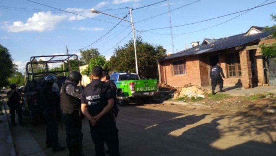 60 efectivos realizaron 6 allanamientos para esclarecer robo en Los Indios