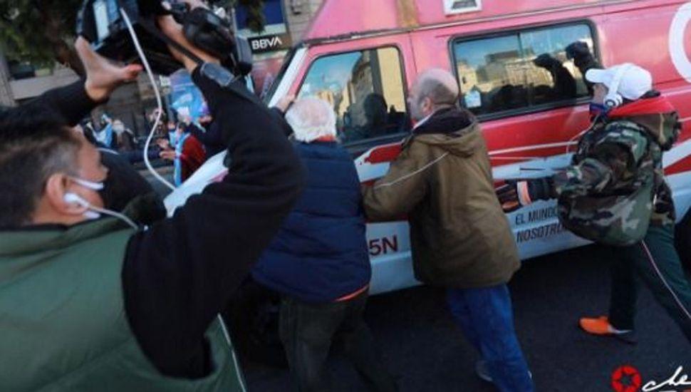 Identificaron al tercer agresor del móvil de C5N durante una protesta