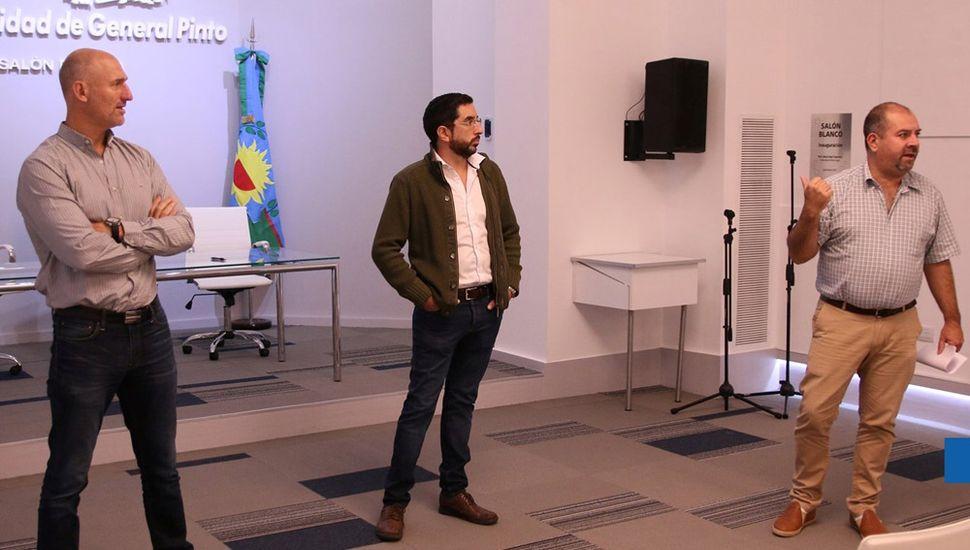 El abogado Hernán Velatti (derecha) junto al Dr. Emilio Pittorino y al contador Bruno Alejandro Fiorini (izquierda).